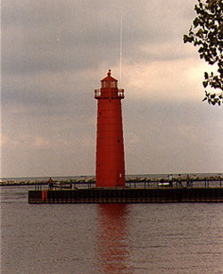 Muskegon South Pier Light in 1987 - 2nd trip
